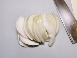 Slice the onion and place it aside